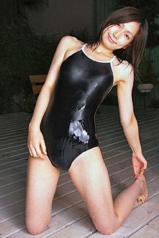 スクール水着の濡れ女子高生1