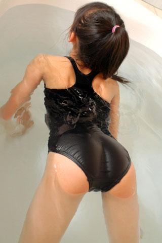 スクール水着の濡れ女子高生3