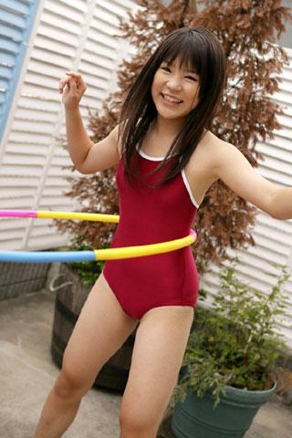 カラフルなスクール水着の女子高生2