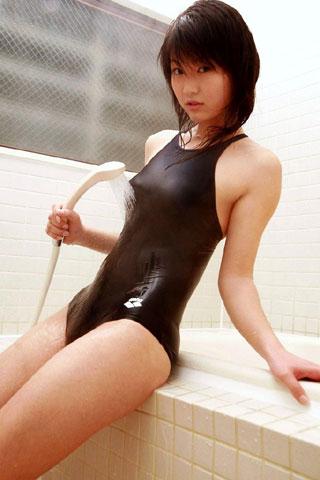 濡れ濡れスクール水着の女子高生3