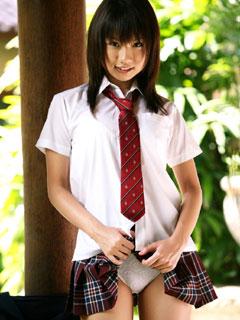 ちらっとパンツ見せてる女子高生9