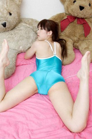 カラフルなスクール水着の女子高生